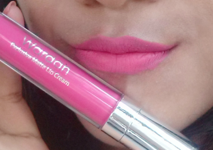 Review-lipstick-matte-wardah-exclusive-matte-lip-cream-fuschionately-6