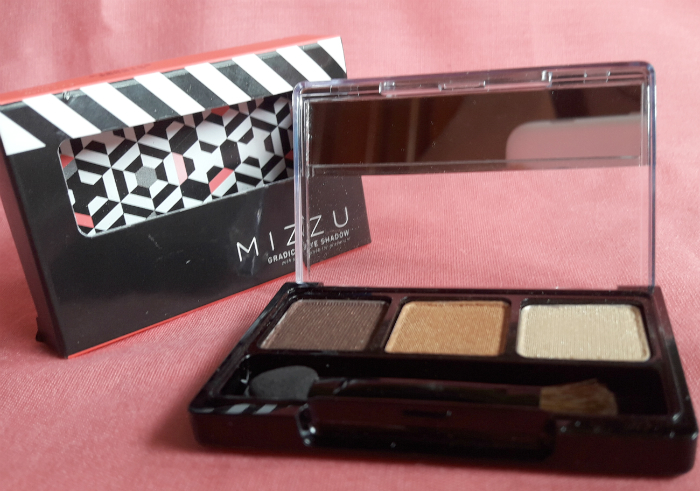 Review-mizzu-gradical-eye-shadow-coral-sand-11
