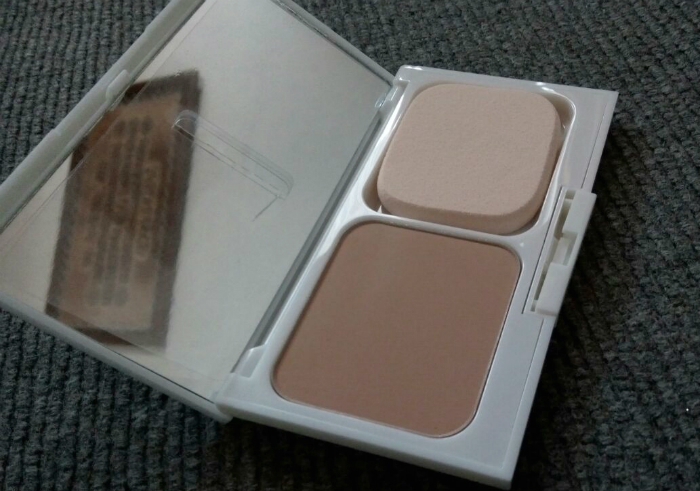 Review-revlon-absolute-radiance-two-way-powder-foundation-cool-beige-11