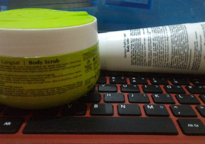 Review-sariayu-putih-langsat-body-scrub-dan-body-lotion-47