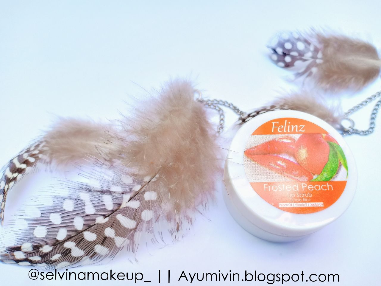 gambar review ke-1 untuk Felinz Lip Scrub Frosted Peach