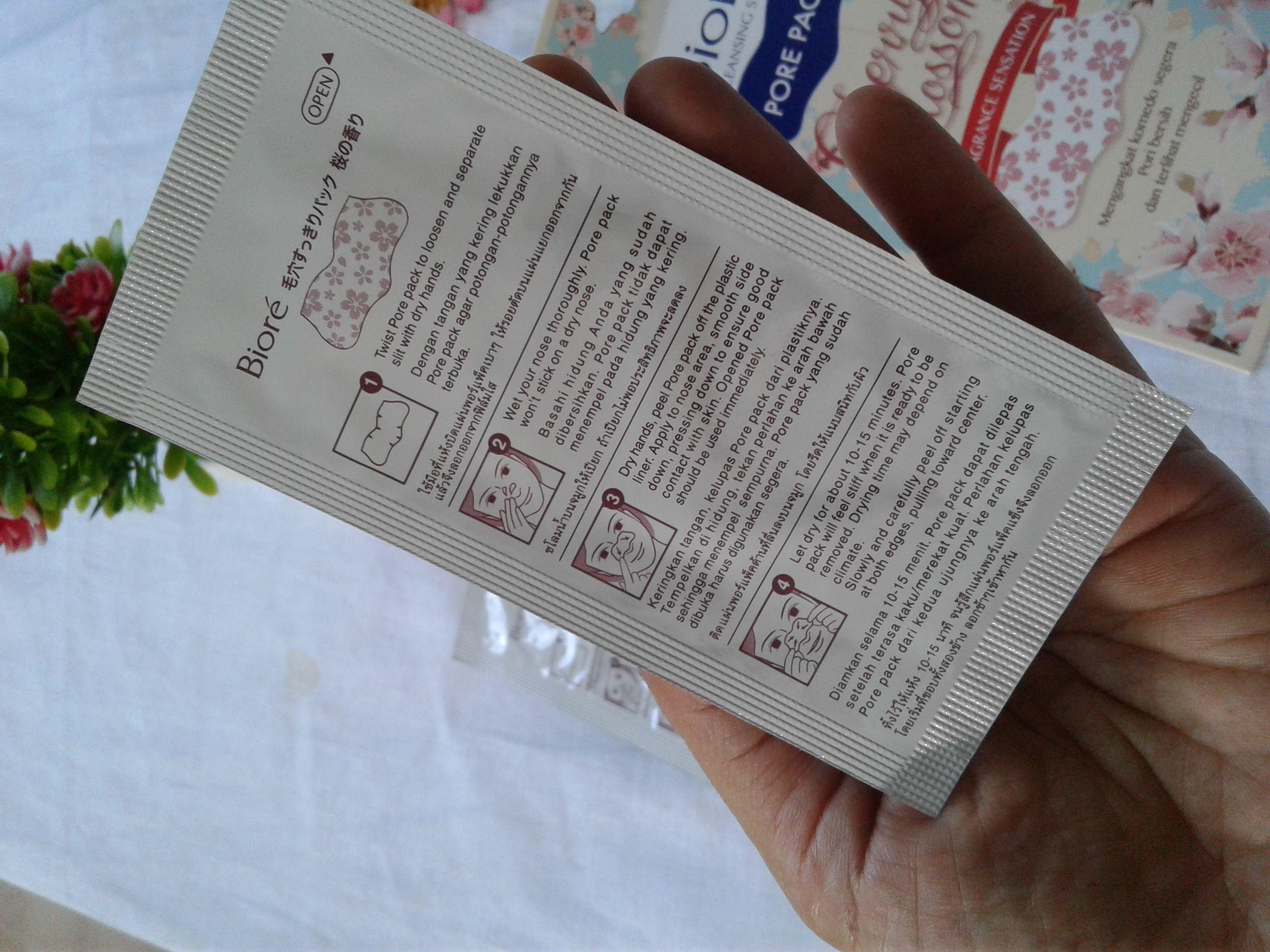 gambar review ke-4 untuk Biore Pore Pack Cherry Blossom Fragrance Sensation