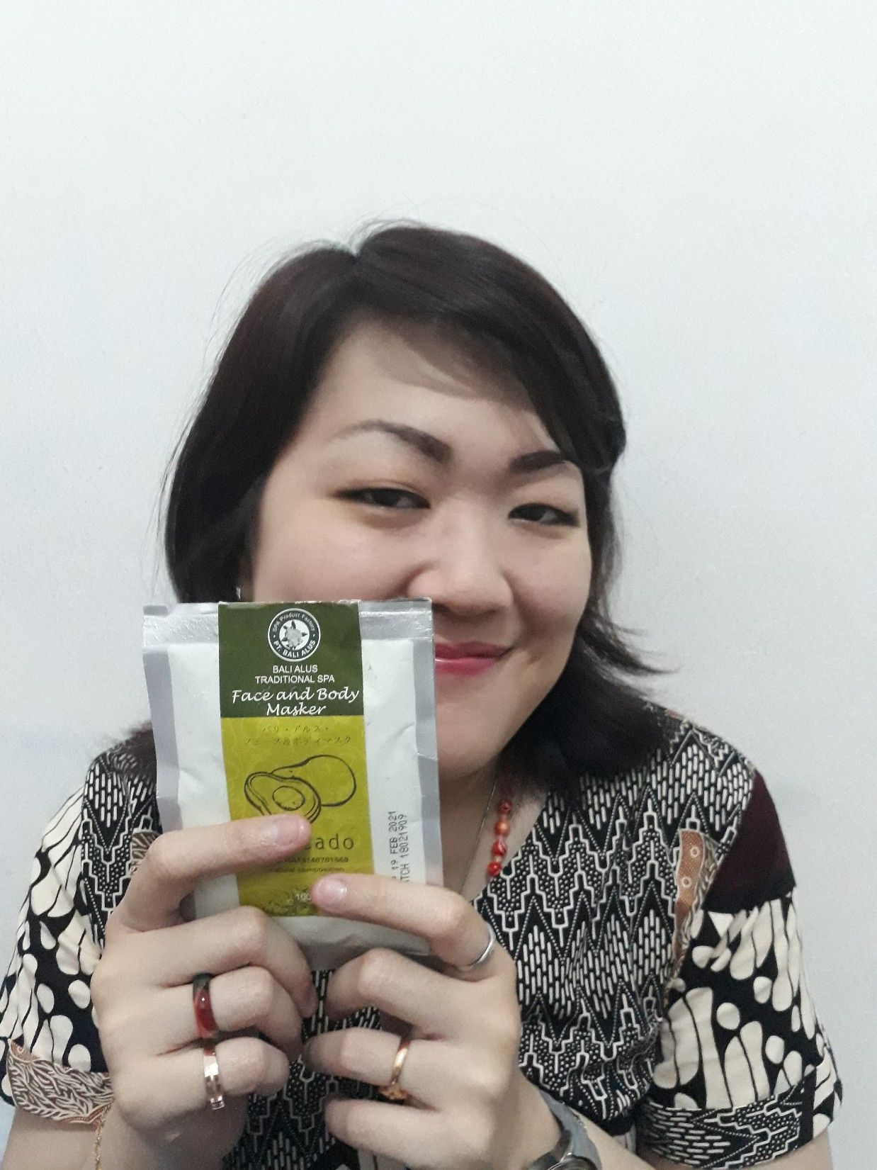 image review Face & Body Masker Bali Alus Avocado
