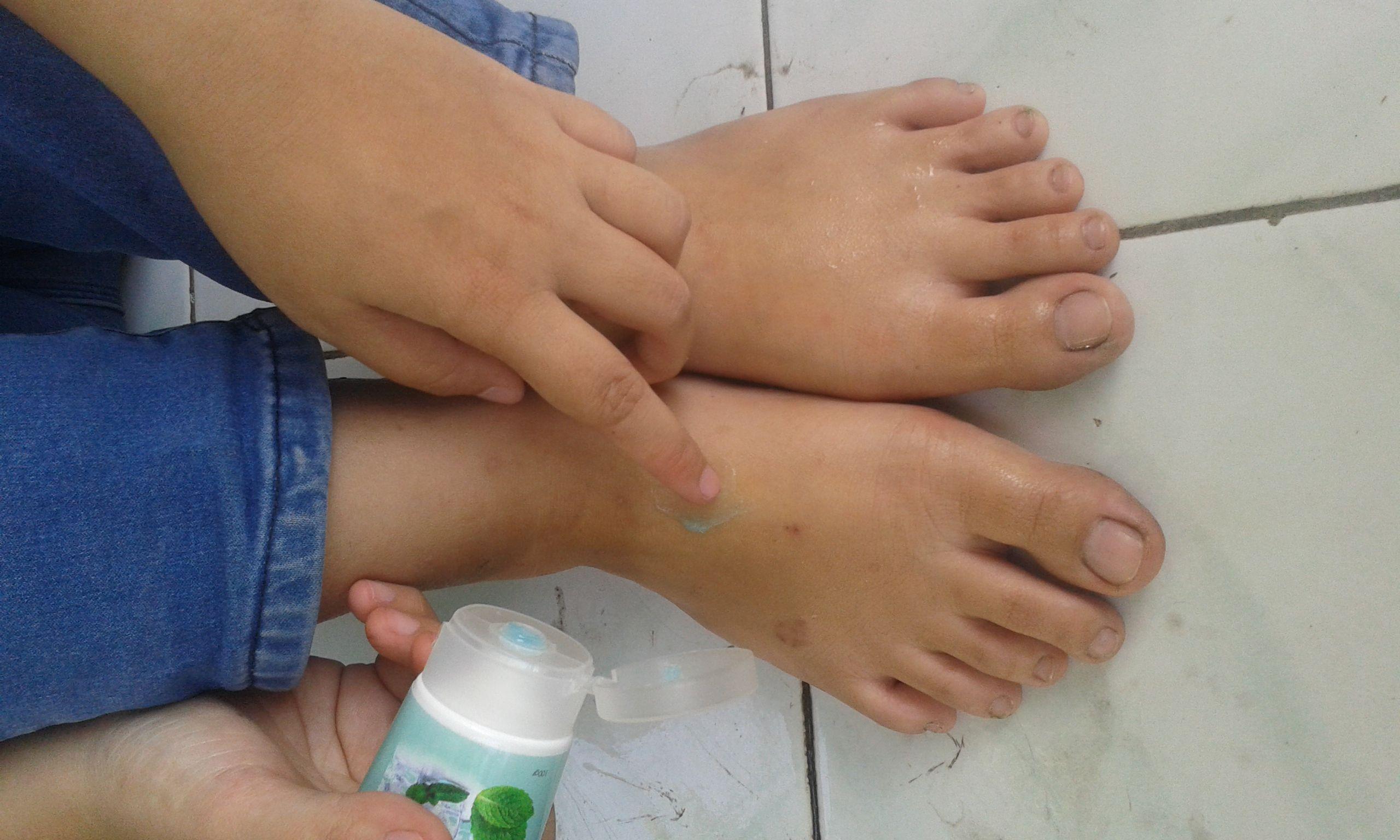 gambar review ke-3 untuk Guardian Foot Scrub