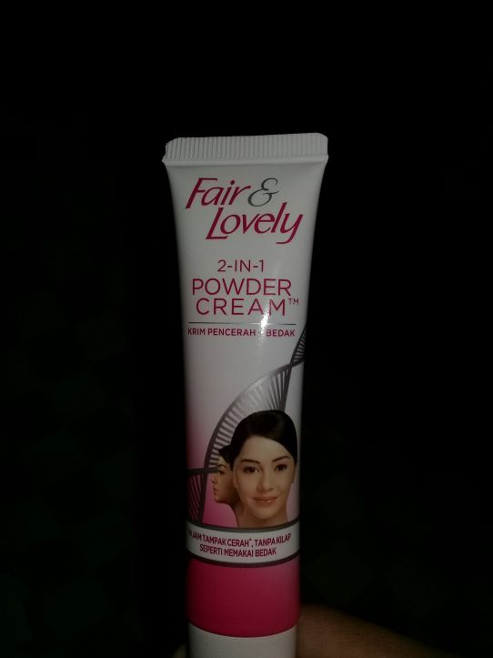 gambar review ke-2 untuk Fair & Lovely 2 in 1 Powder Cream