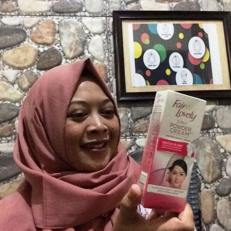 gambar review ke-7 untuk Fair & Lovely 2 in 1 Powder Cream
