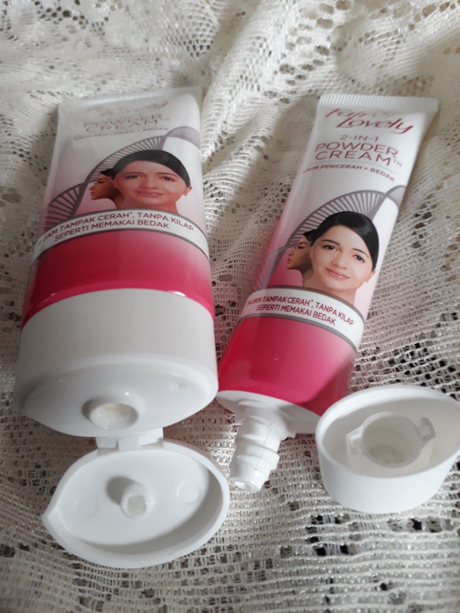 gambar review ke-6 untuk Fair & Lovely 2 in 1 Powder Cream