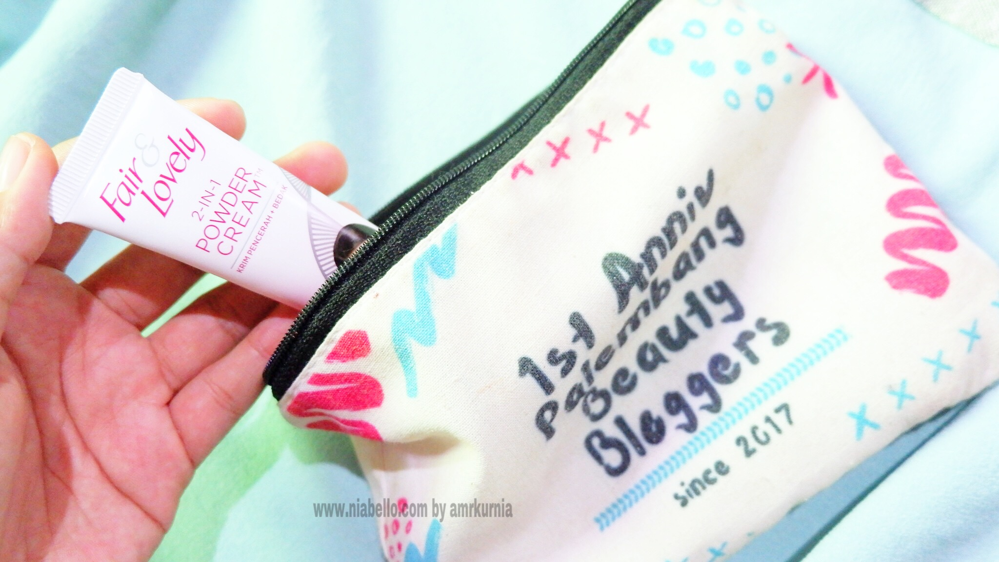 gambar review ke-7 untuk Fair & Lovely 2 in 1 Powder Cream