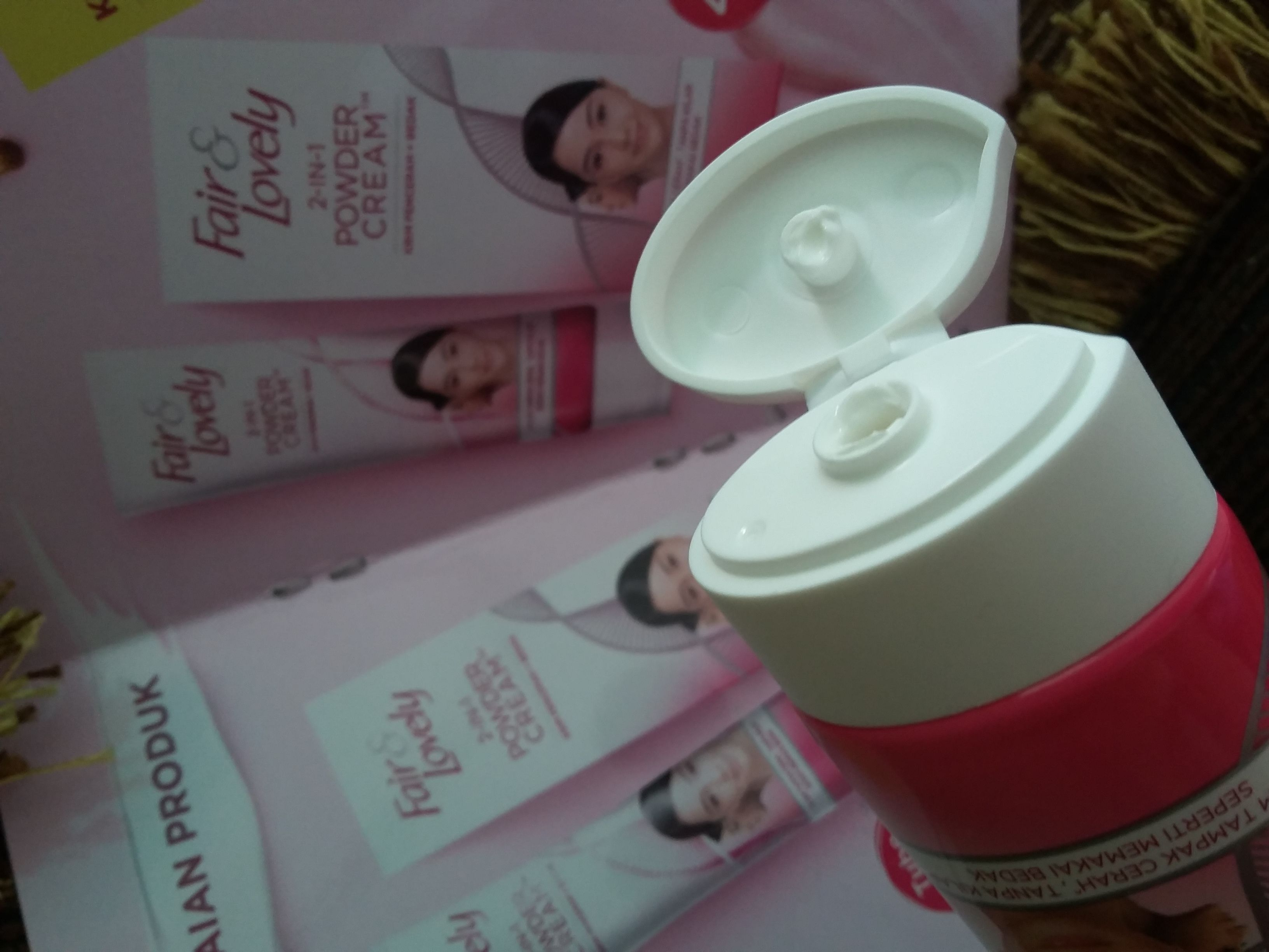 gambar review ke-5 untuk Fair & Lovely 2 in 1 Powder Cream