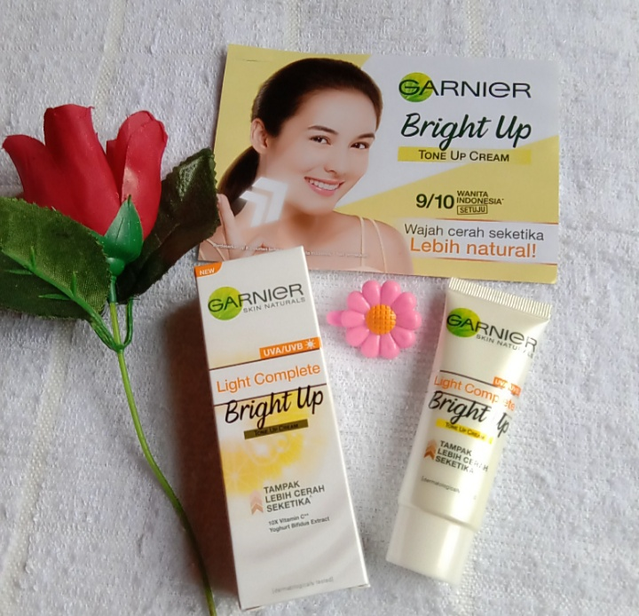 image review Garnier Light Complete Bright Up Tone Up Cream
