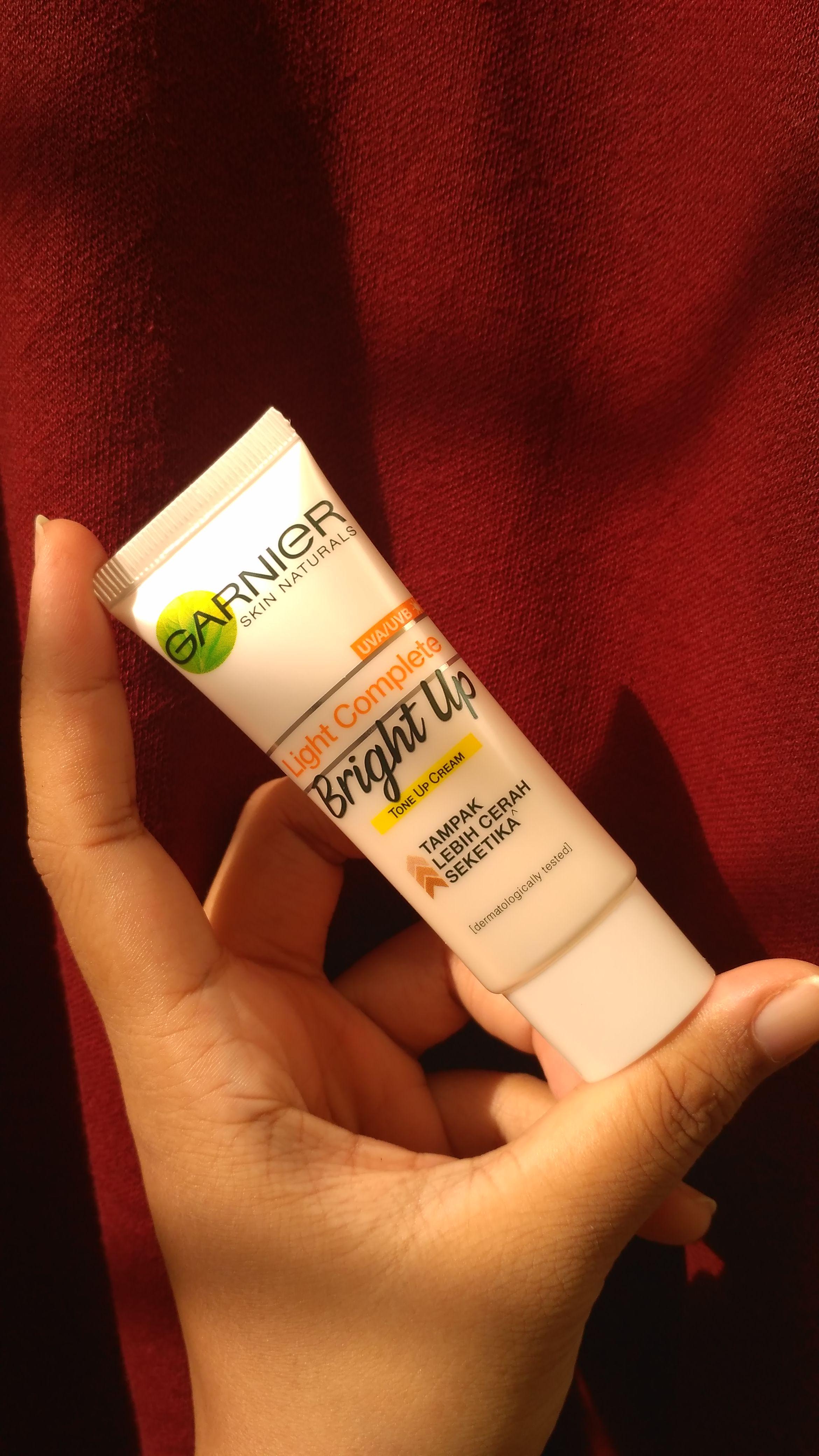 gambar review ke-3 untuk Garnier Light Complete Bright Up Tone Up Cream