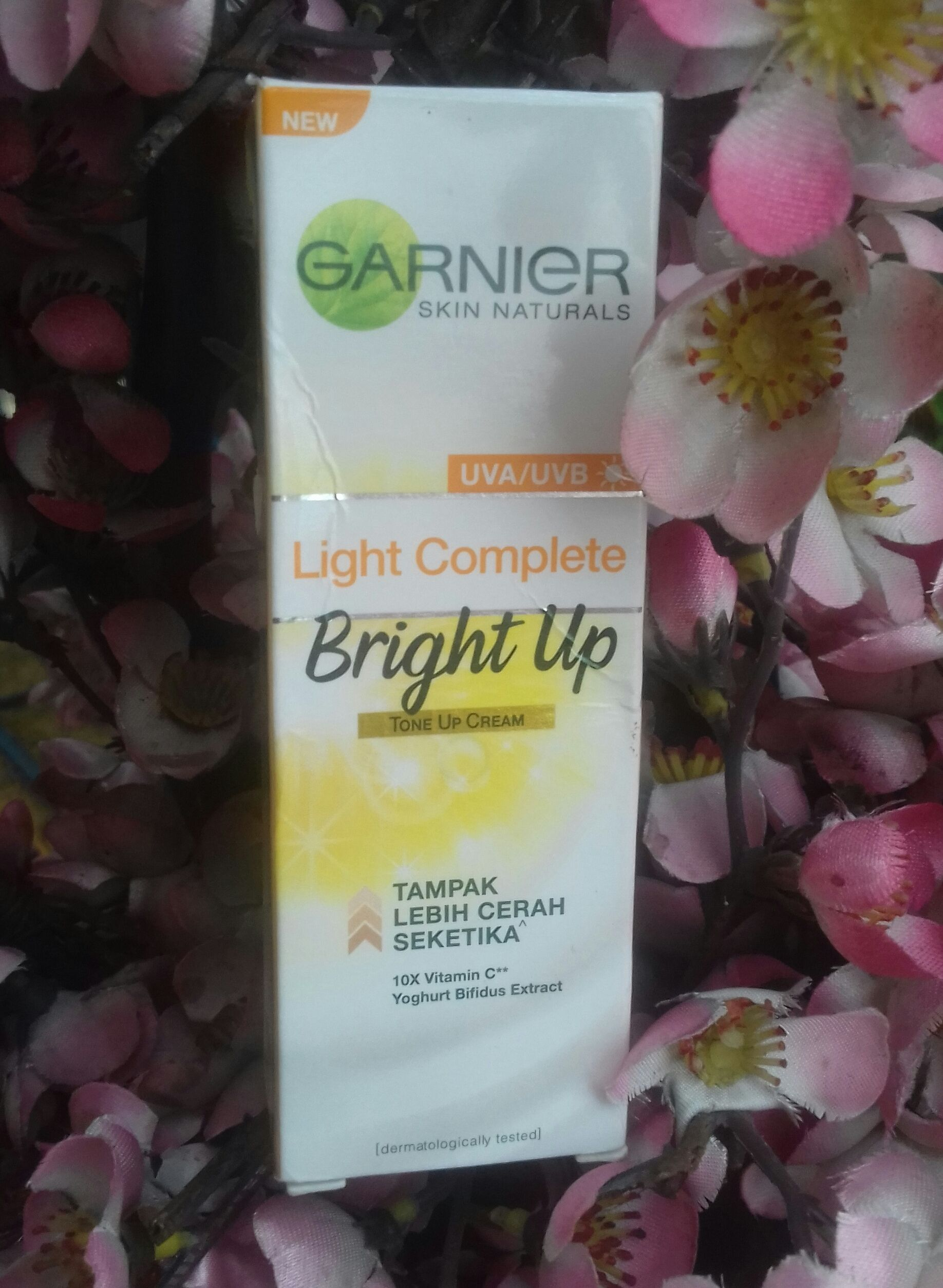 gambar review ke-2 untuk Garnier Light Complete Bright Up Tone Up Cream