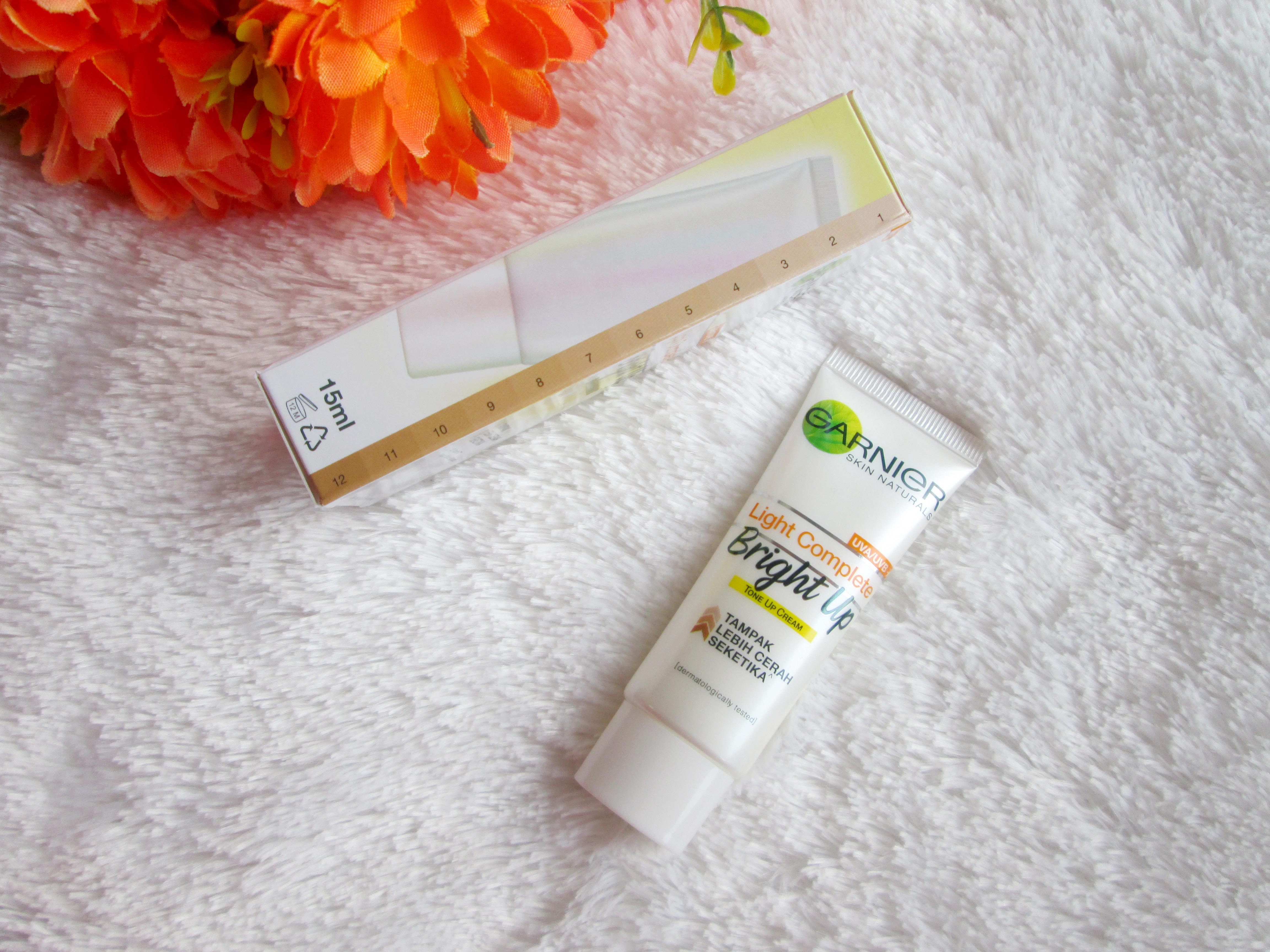 gambar review ke-2 untuk Garnier Light Complete Bright Up Tone Up Cream