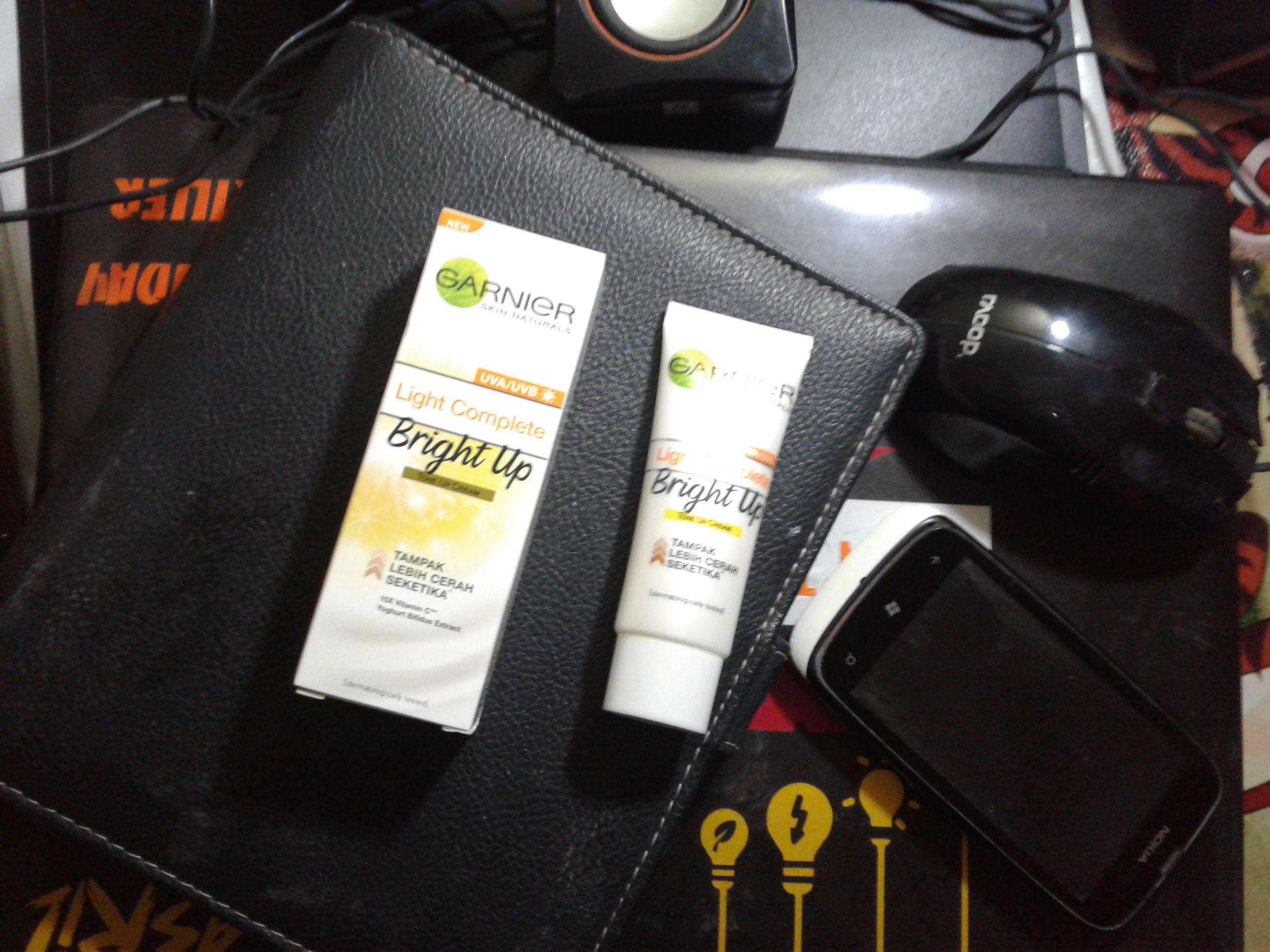 gambar review ke-6 untuk Garnier Light Complete Bright Up Tone Up Cream
