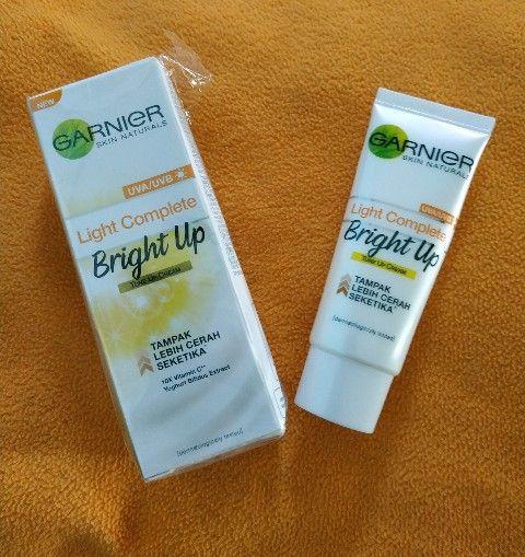 gambar review ke-1 untuk Garnier Light Complete Bright Up Tone Up Cream