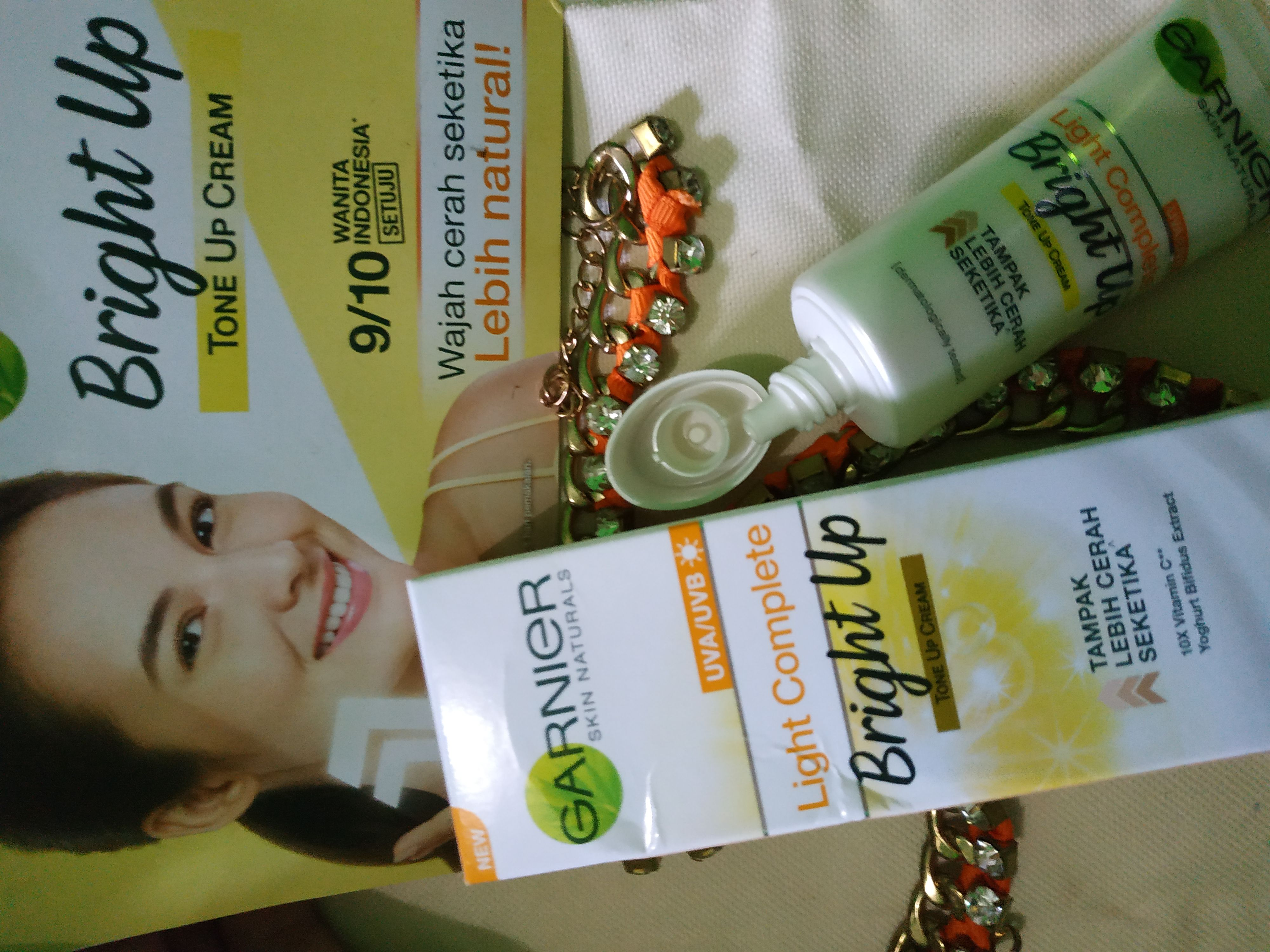 gambar review ke-10 untuk Garnier Light Complete Bright Up Tone Up Cream