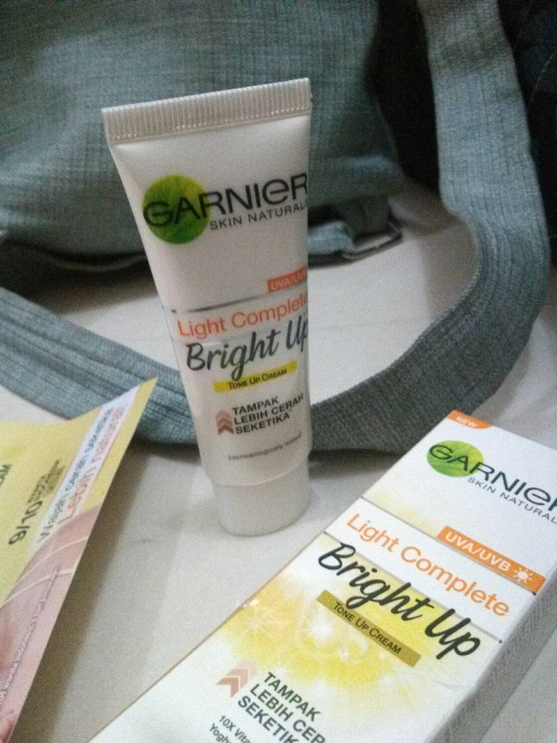 gambar review ke-1 untuk Garnier Light Complete Bright Up Tone Up Cream