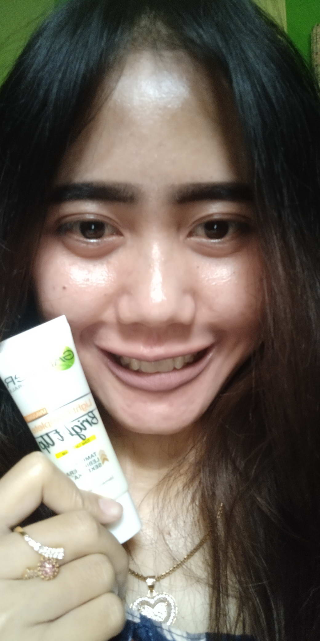 gambar review ke-16 untuk Garnier Light Complete Bright Up Tone Up Cream