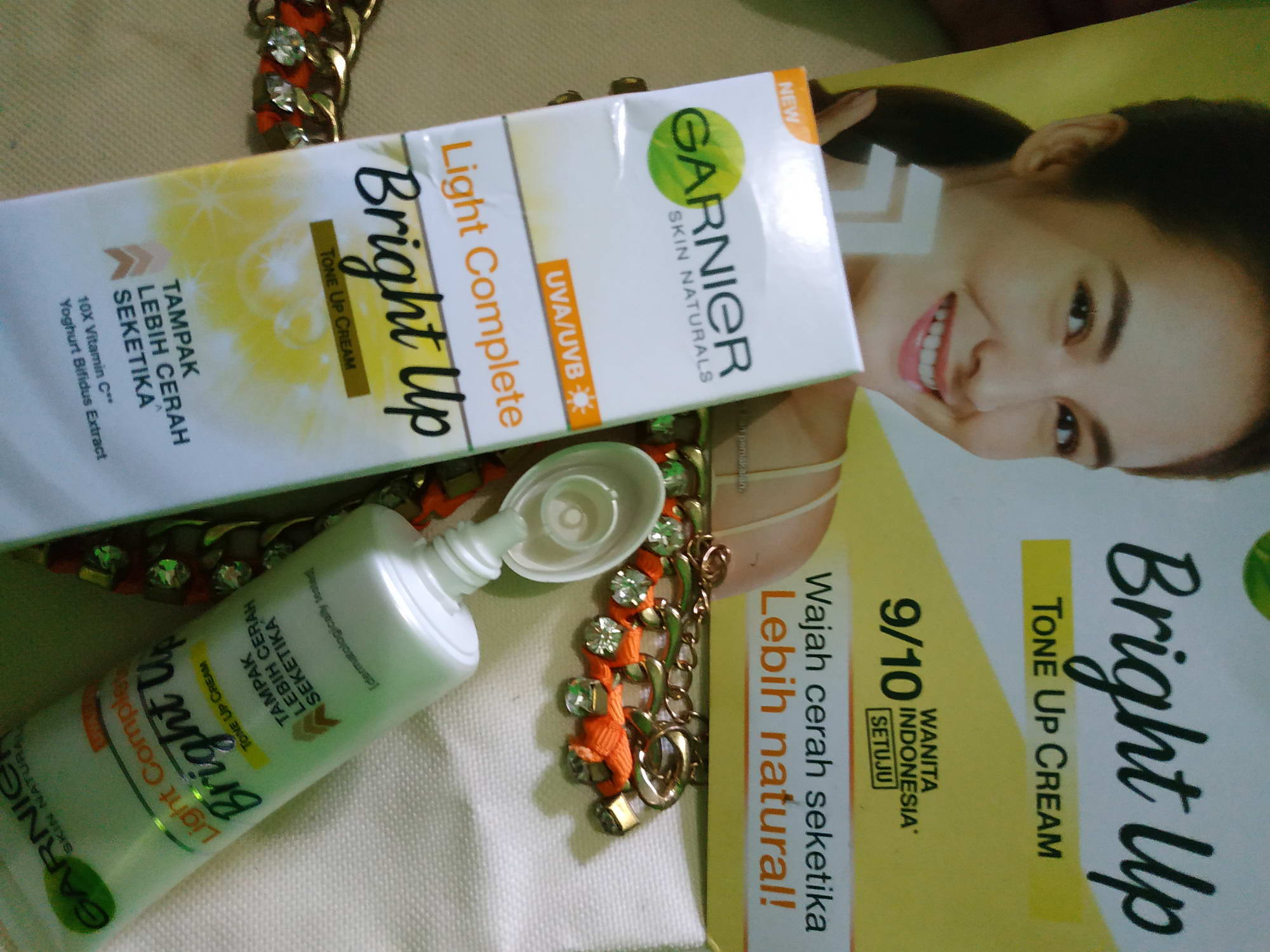 gambar review ke-23 untuk Garnier Light Complete Bright Up Tone Up Cream