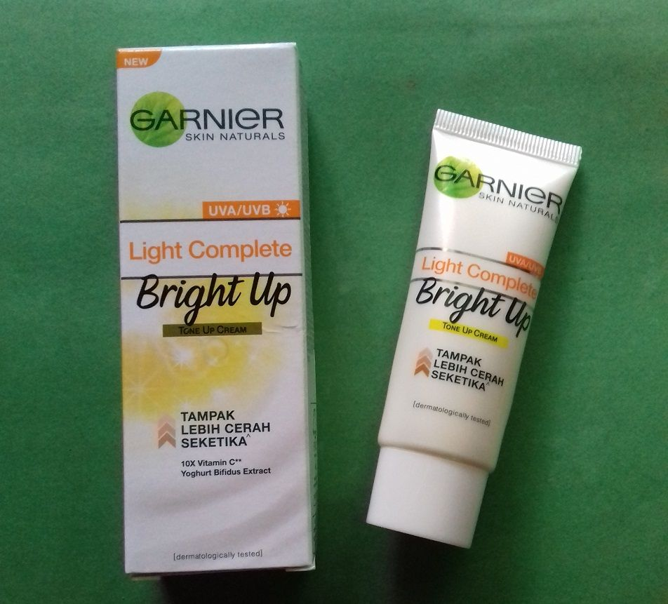 gambar review ke-4 untuk Garnier Light Complete Bright Up Tone Up Cream