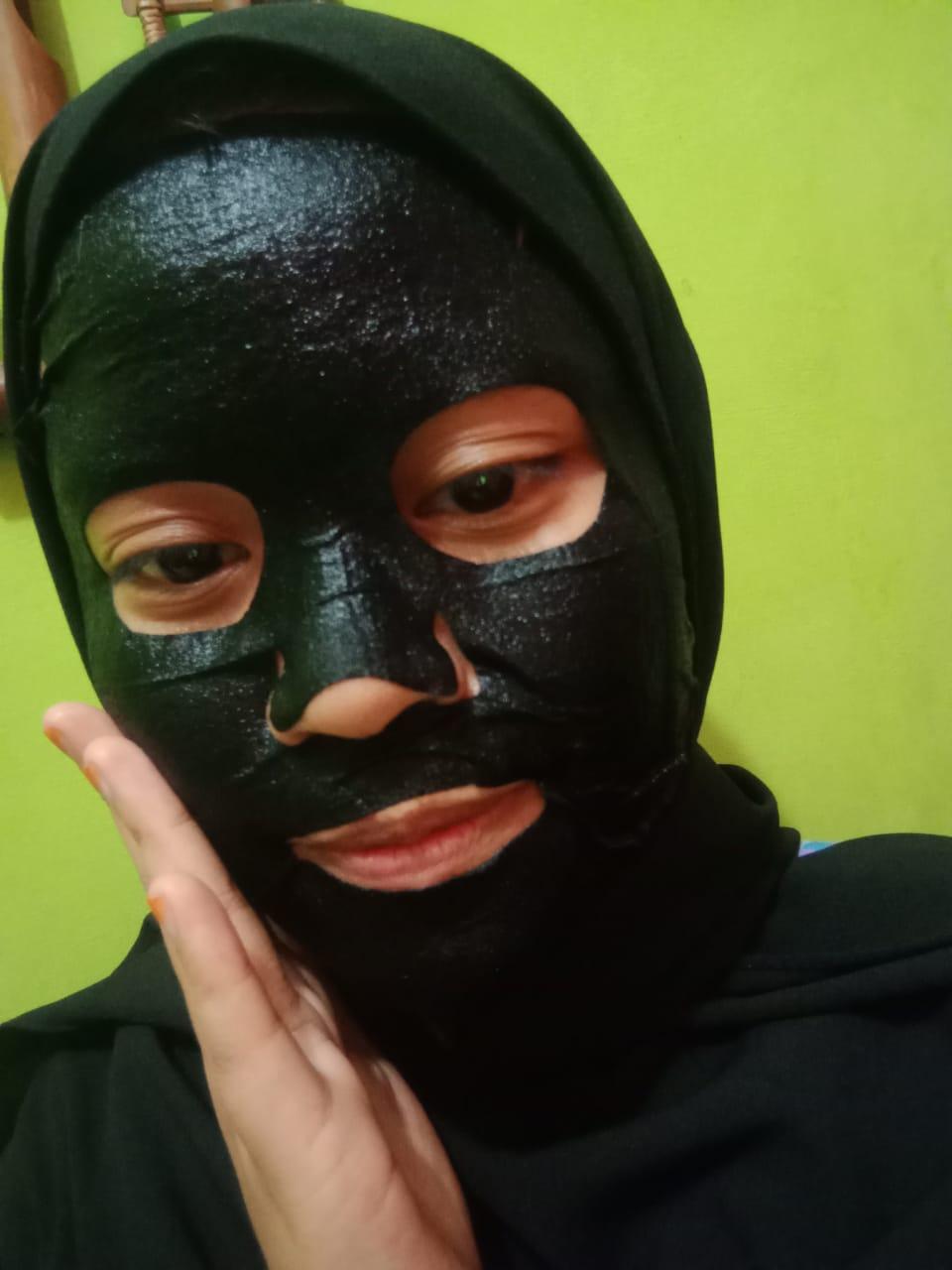 gambar review ke-2 untuk Citra Glow Recipe Juicy Sheet Mask Activated Charcoal + Pomegranate