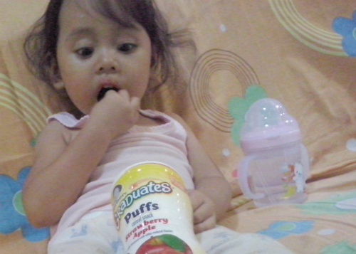 gambar review ke-2 untuk Gerber Graduates Puffs Strawberry Apple