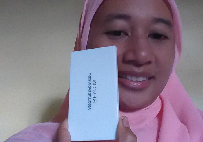 gambar review ke-1 untuk Revlon Absolute Radiance Two-Way Powder Foundation Cool Beige