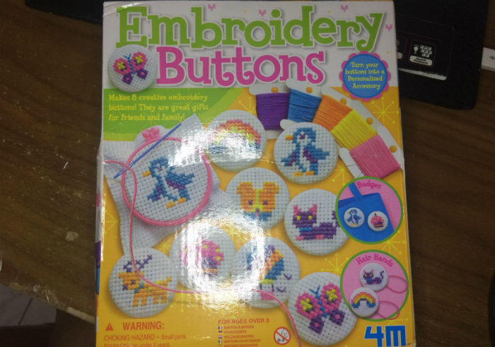 image review 4M Embroidery Buttons
