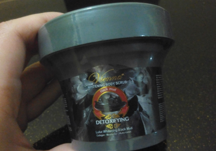 image review Vienna Whitening Body Scrub Black Mud