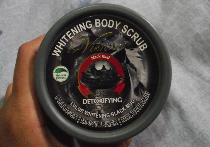 gambar review ke-1 untuk Vienna Whitening Body Scrub Black Mud