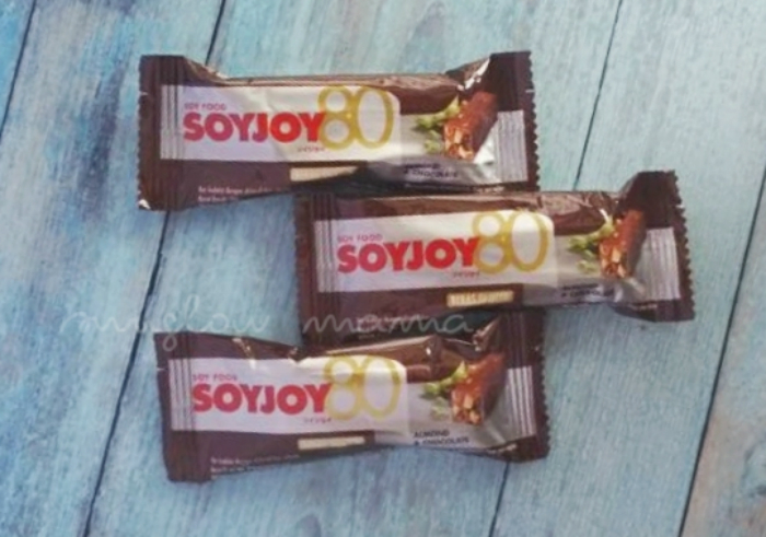 gambar review ke-1 untuk Snack Bar Soyjoy Almond & Chocolate