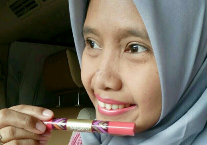 gambar review ke-1 untuk Sariayu Color Trend 2017 Duo Lip Color GL 03