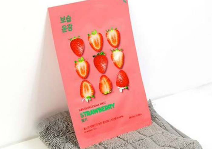 gambar review ke-1 untuk Holika Holika Pure Essence Mask Sheet Strawberry