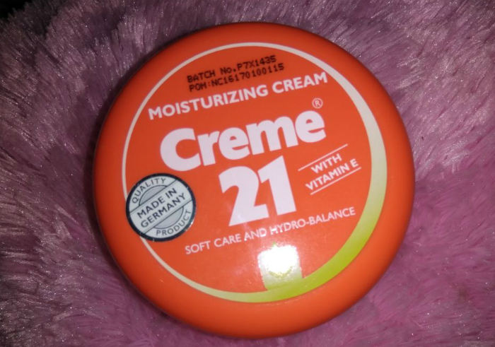 gambar review ke-1 untuk Creme 21 Moisturizing Cream