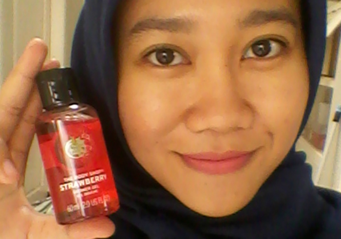 image review The Body Shop Strawberry Shower Gel