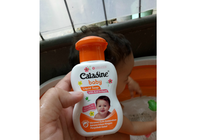 gambar review ke-1 untuk Caladine Baby Liquid Soap With Anti Irritant