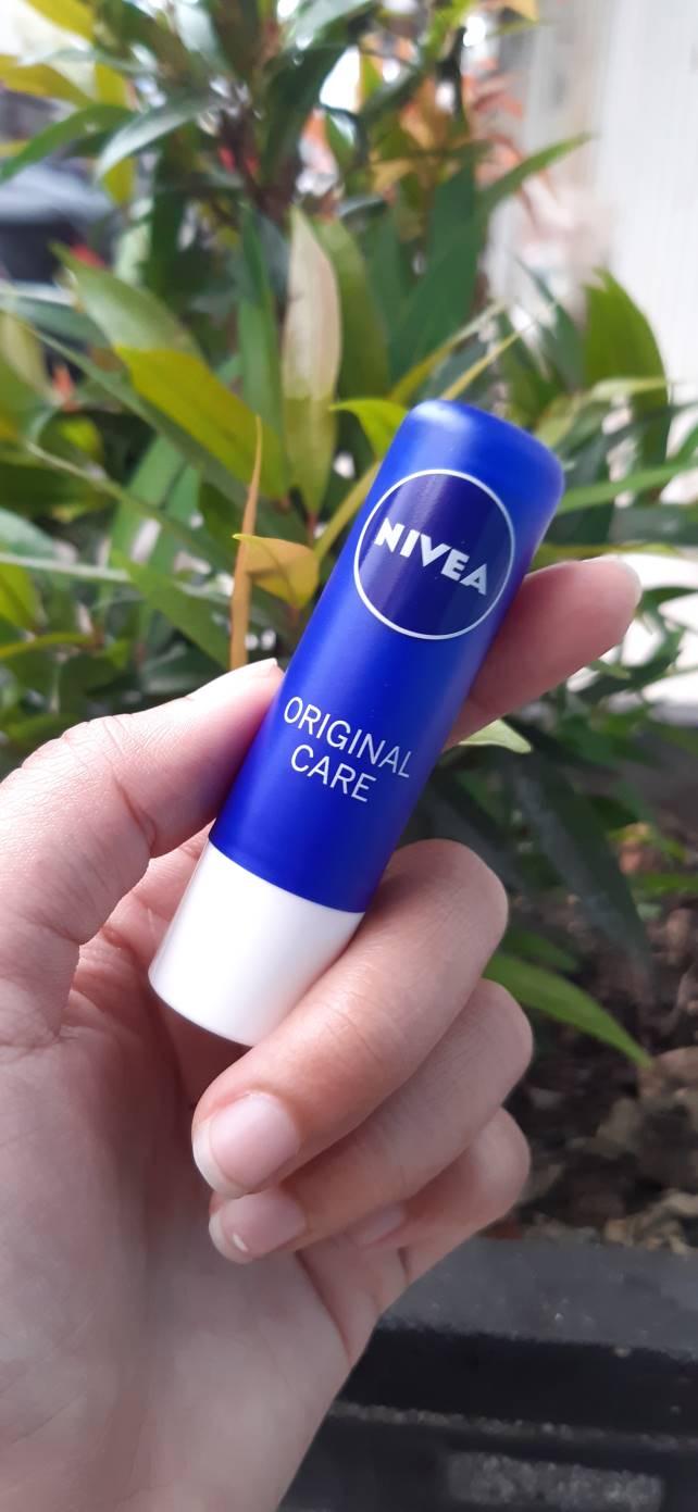 gambar review ke-3 untuk Nivea Lip Balm Original Care